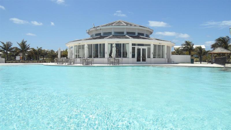 Mega Yacht Pool Restaurant - Sabor