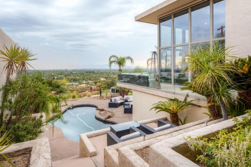 Choose this impressive Phoenix vacation rental home for your next Arizona retreat!