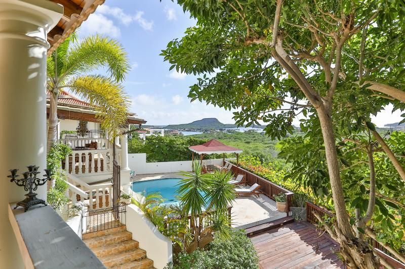 5000 Sqf Villa w/ Pool, game room & close to beach, location de vacances à Curaçao