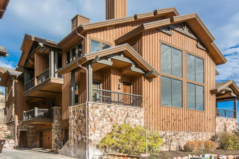 Park City Townhouse w/Hot Tub & Luxury Amenities! Chalet in Park City