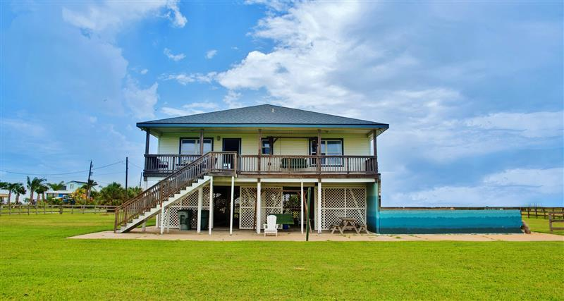 Experience the best of Galveston, Texas from this wonderful vacation rental home!