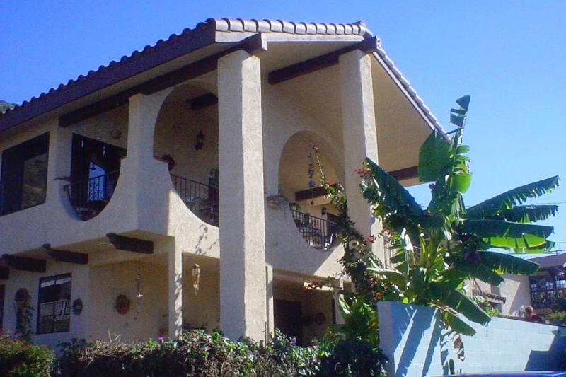 Front view of Casa Makai beach house in La Conchita