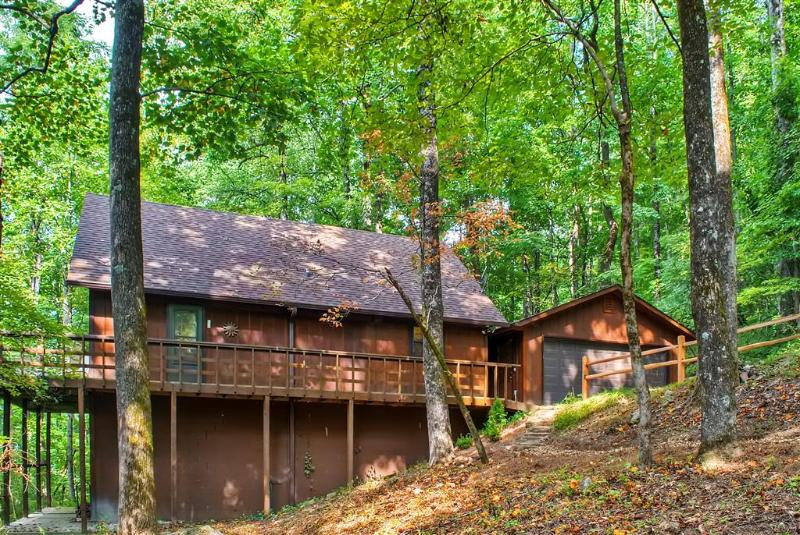 Let this enchanting Tiger vacation rental cabin serve as your home base for exploring the North Georgia Mountains!