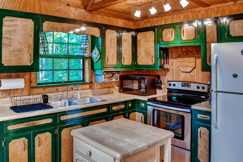 This charming kitchen comes fully equipped with all the necessary cooking appliances