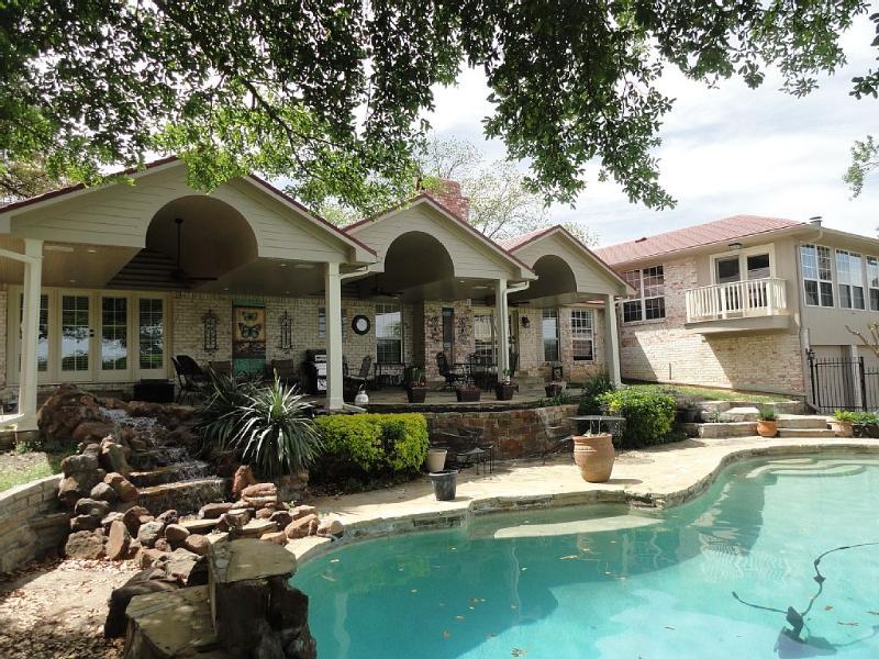 4400 Sq Ft 5/5 Retreat on a Park W/Pool, Huge Bar, location de vacances à Dallas