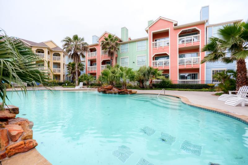 Take advantage of everything the island has to offer when you choose this wonderful Galveston vacation rental condo!