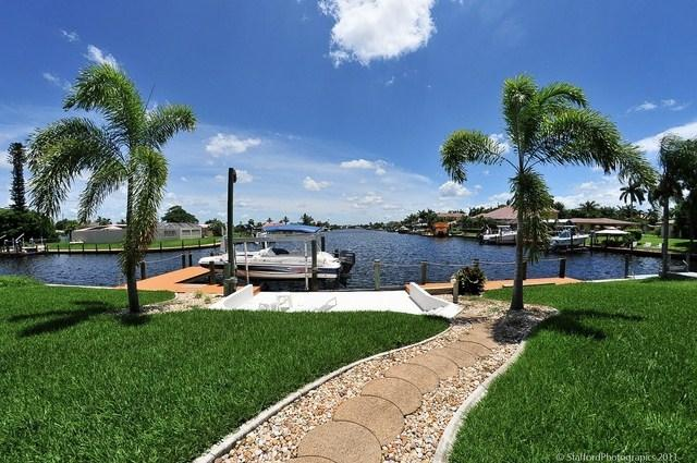 Path to the boat dock/patio