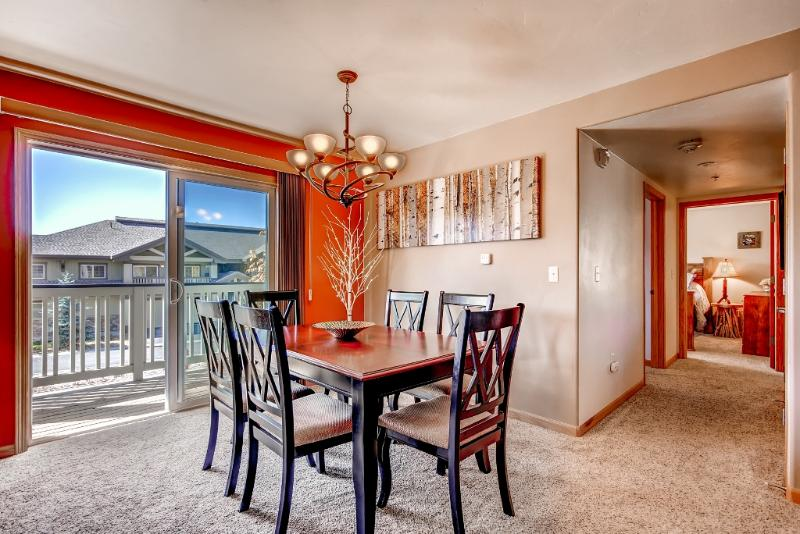 Enjoy family meals around the lovely dining table.
