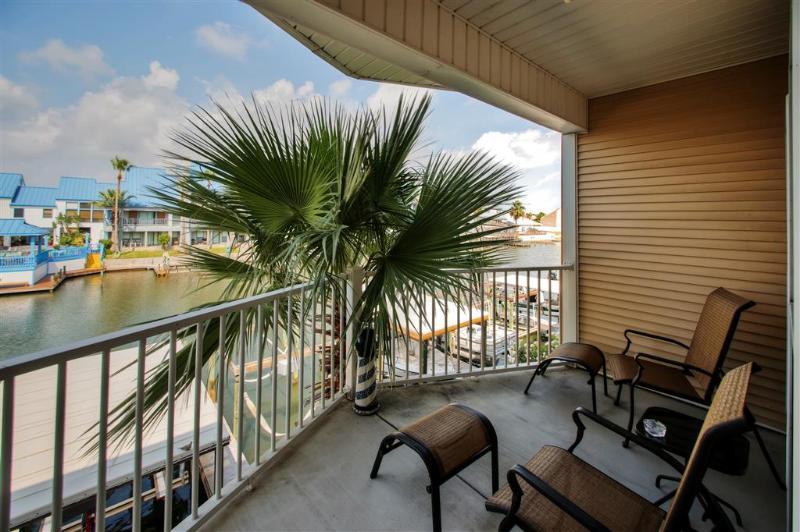 Linda vista para o canal a partir da varanda - condomínio Casas de Corpus Christi