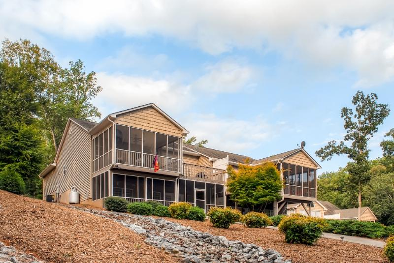 This amazing Seneca townhouse is situated on Lake Hartwell, right across the water from Clemson stadium!