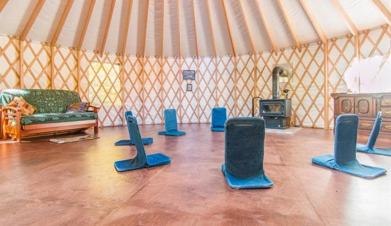 Beautiful Yurt in Nature, alquiler de vacaciones en Stoneham-et-Tewkesbury