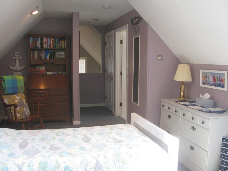 Upstairs with 2 twins + trundle OR 1 King plus trundle for academic rental.