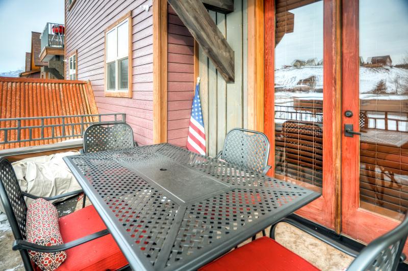 Profitez du soleil du Colorado sur le patio privé w / vue sur la montagne.