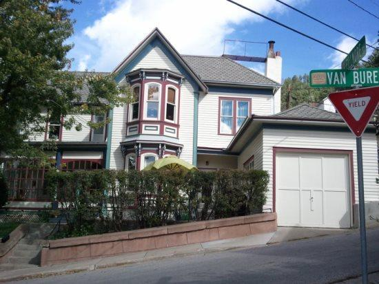 Deadwood Victorian Home, holiday rental in Iola