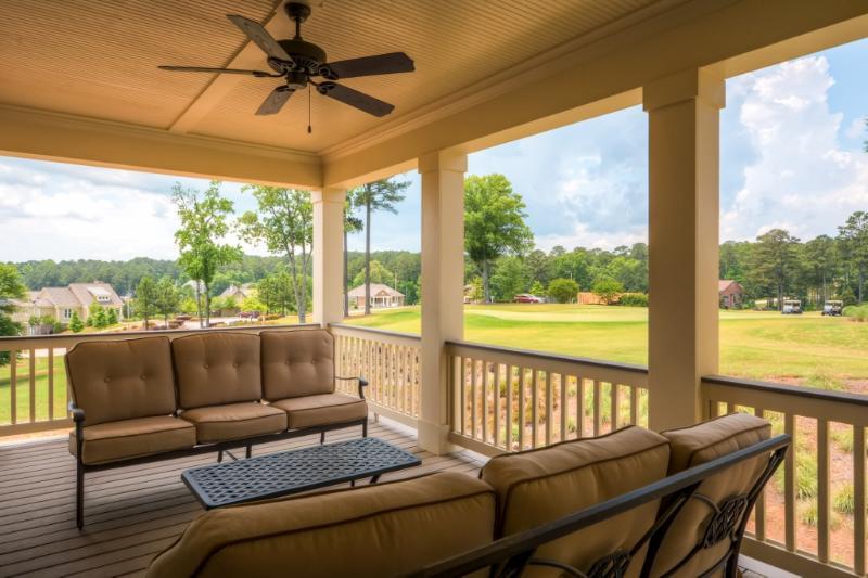 Disfrutar del hermoso paisaje en la cubierta superior.