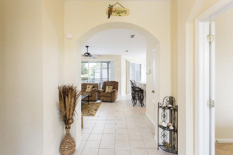 Welcome to Debbie's Florida Retreat - Entryway