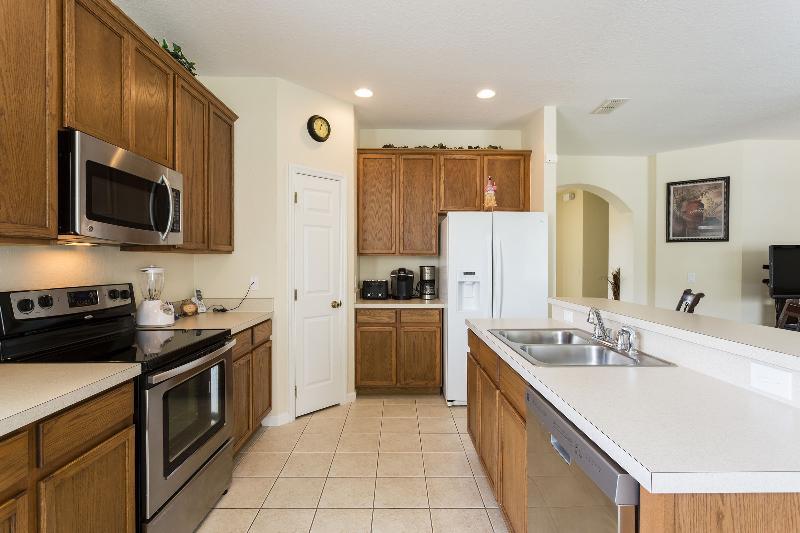 Modern kitchen w/all the amenities