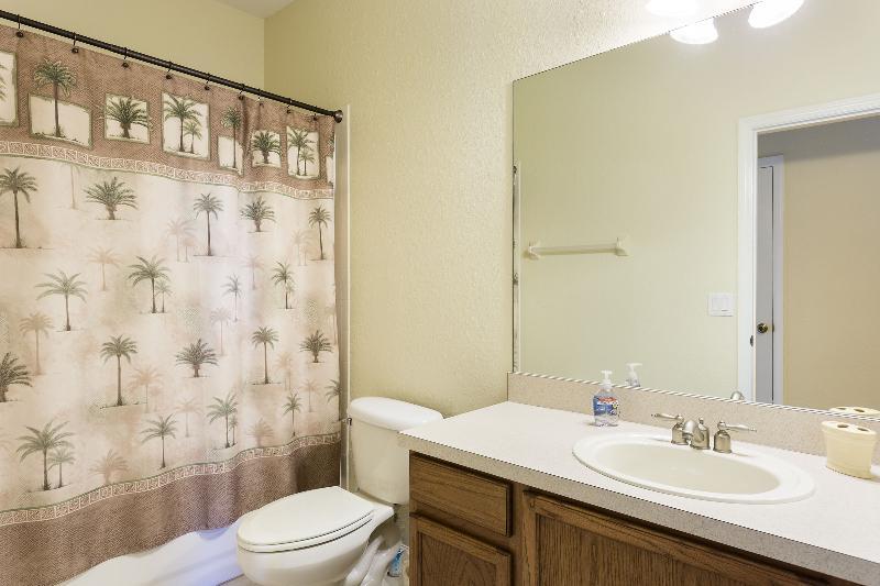 Bathroom 2 w/ sink, toilet, tub & shower