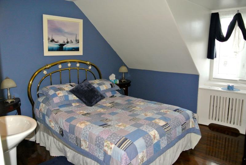 Chambre 4 au 2e étage lit 54 po.