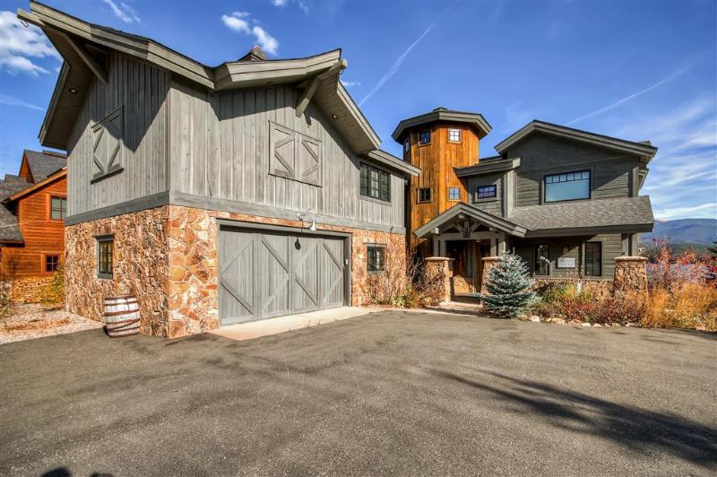 Let this extraordinary waterfront Grand Lake vacation rental house serve as your ultimate home base for exploring the majestic Rocky Mountains!