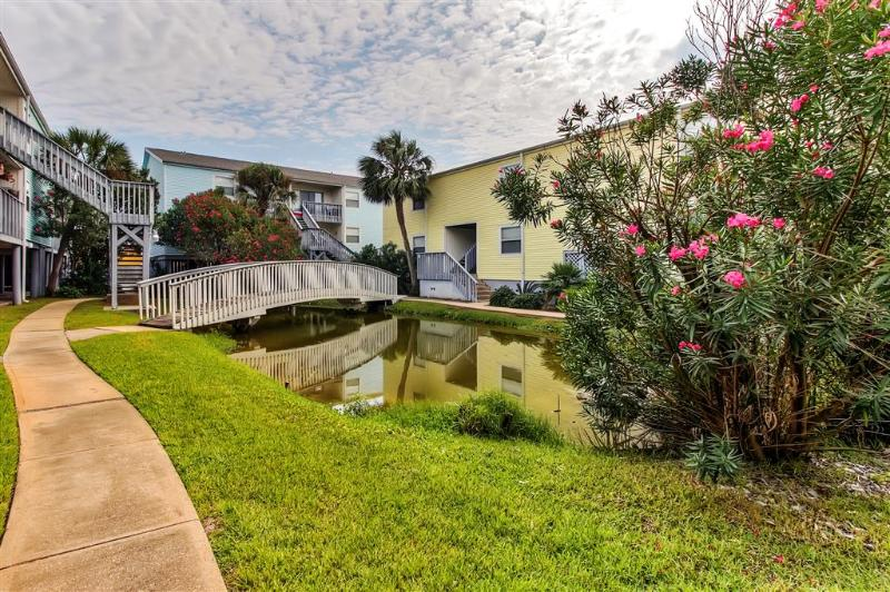 Let this serene Pensacola Beach vacation rental condo serve as your own personal oasis in sunny Florida!
