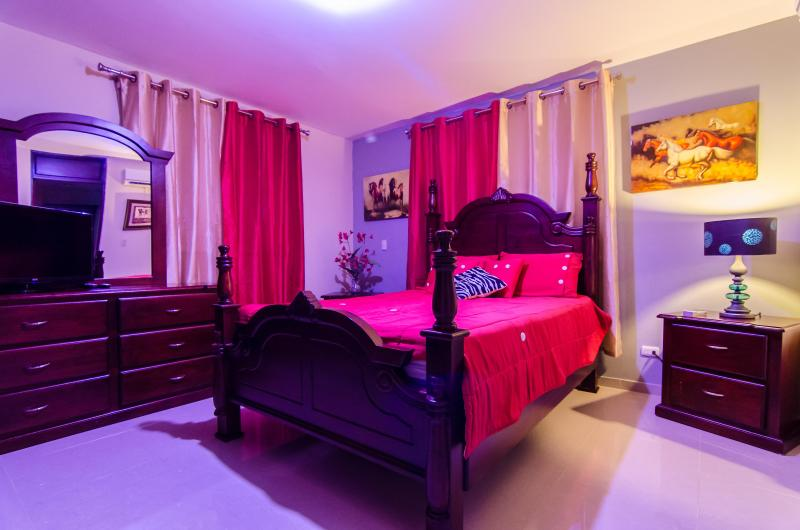 Master Bedroom equipped w/ LIFX light bulb w/ choice of over 16,000 Colors !