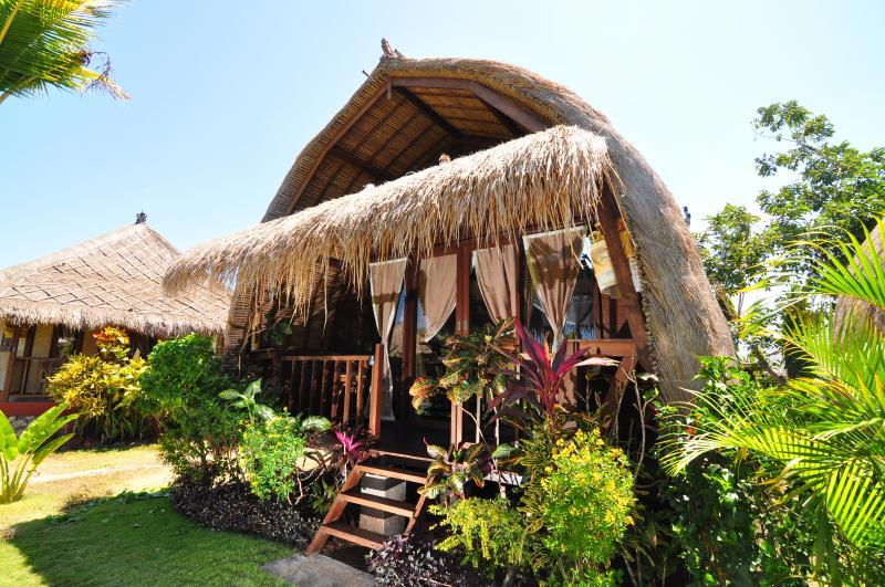 Romantic Love Shack with A/C at Balangan Beach # 9, casa vacanza a Cengiling
