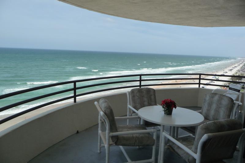 vista para o mar da nossa varanda privada.