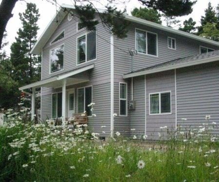 Beachside Cottage - Spacious, Fun, Private, location de vacances à Rockaway Beach