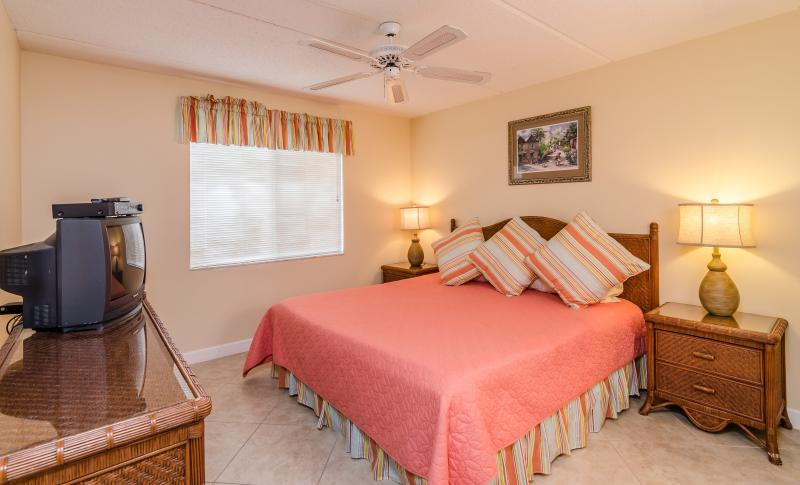 Brightly decorated Master Bedroom with King Bed!
