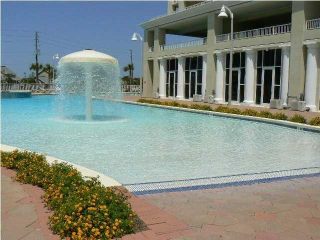 Enjoy the largest pools in Destin with zero entry and fountains