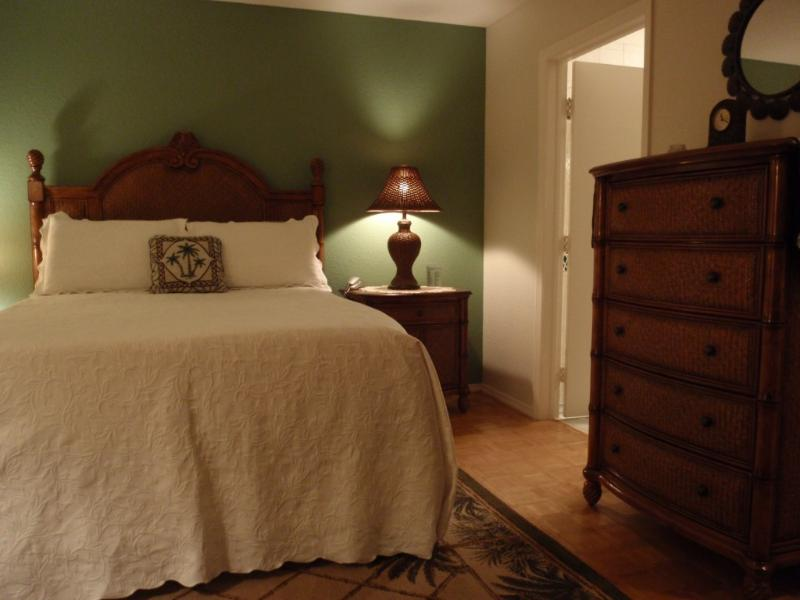 TOMMY BAHAMA MASTER BEDROOM with ENSUITE BATH!