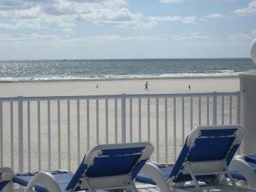 Ocean Front - Family Friendly - 2 Pools, aluguéis de temporada em Wildwood Crest