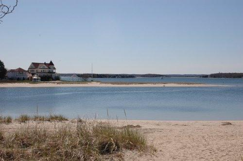 WATERFRONT 3 Bedroom Beach  Home, location de vacances à Buzzards Bay