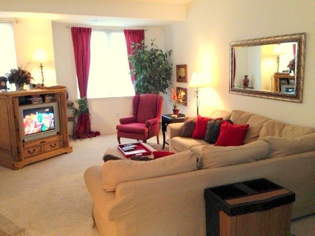 Living Room with TV, high speed Internet, basic cable TV