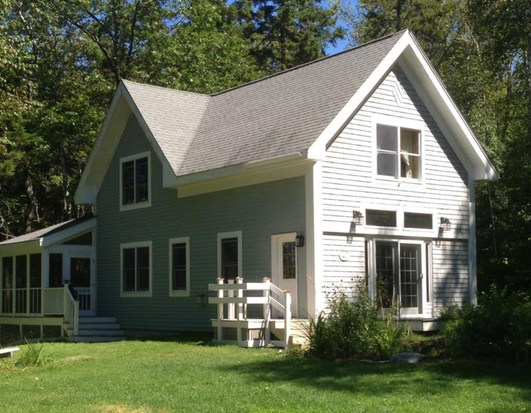Moosehead Lakefront (Mount Kineo) Cottage Rental, vacation rental in Jackman