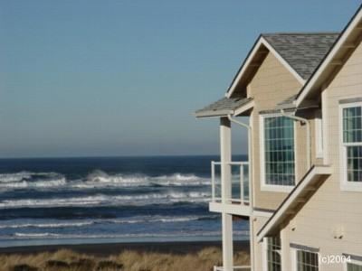 Walk to the sandy beach and Washington's Tallest Lighthouse from our condo!