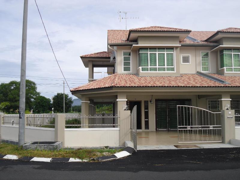 Sitiawan Homestay - Corner Double Storey, holiday rental in Sitiawan