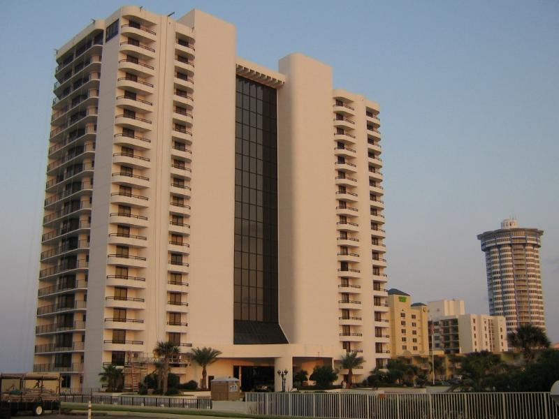 Luxury Oceanfront 2 Bedroom Condo, holiday rental in Daytona Beach Shores