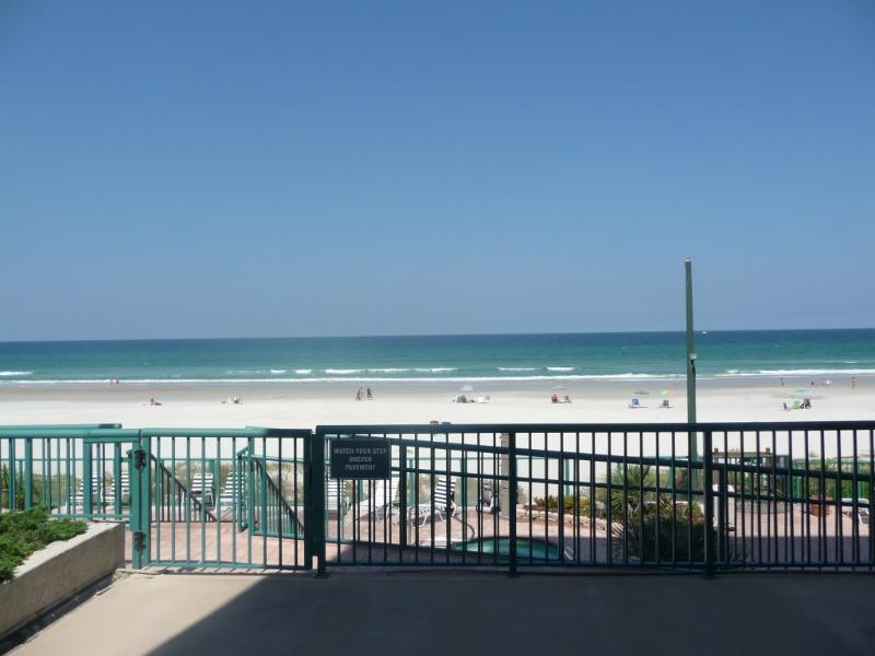 OCEANFRONT CONDO WITH COLORFUL SUNRISES AND BREATHTAKING VIEWS, vacation rental in Ponce Inlet