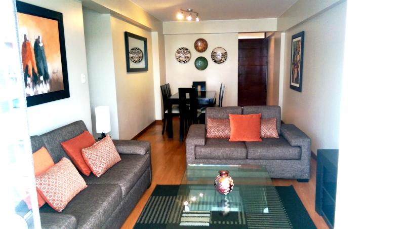 Beautiful 3 bed /2.5 bath Apartment in Miraflores, location de vacances à Lima