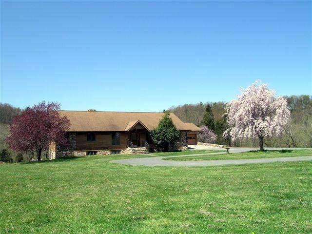 Rental home Shenandoah river. Secluded 160 acres, aluguéis de temporada em Shenandoah