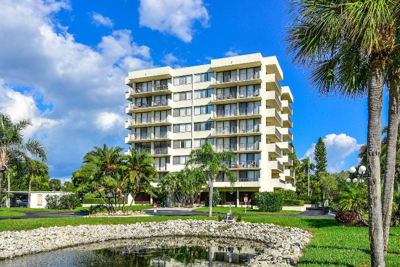 Beach Condo across from Siesta Beach, holiday rental in Sarasota