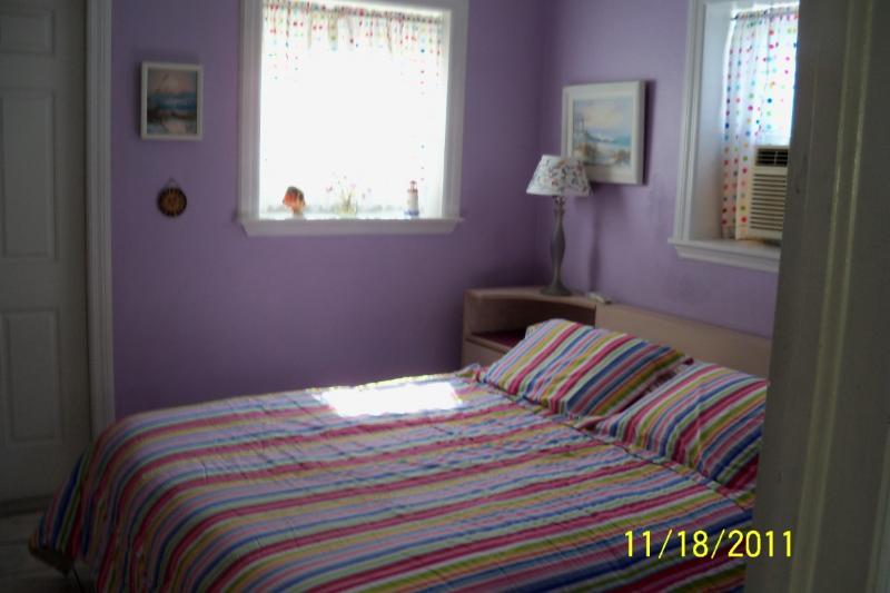 Bedroom w. Queen Bed