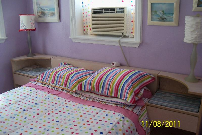 Airconditioner in bedroom. Old pic. It is now installed in the wall.