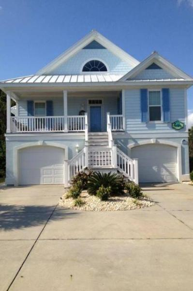 OUT OF THE BLUE! 5 bedrooms and 4.5 baths with lots of room for large families