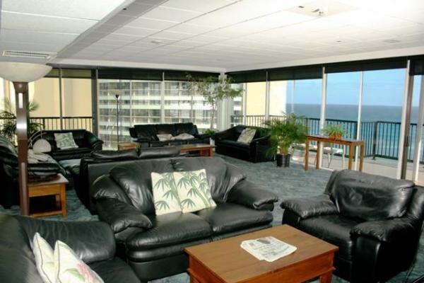 STUDIO WAIKIKI  NEW YEARS  WAIKIKI  CONDO-5* LOCATION- USE OF PENTHOUSE LOUNGE, vacation rental in Honolulu