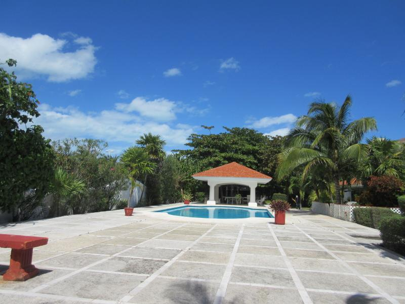 Beautiful Villa Great Location in the Hotel Zone, Sleeps 10, holiday rental in Cancun