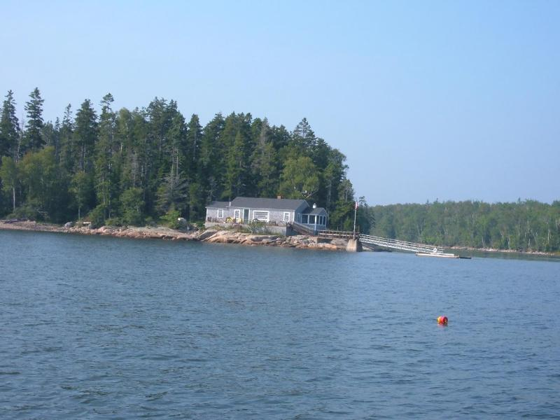 Pristine oceanfront cottage, holiday rental in Milbridge