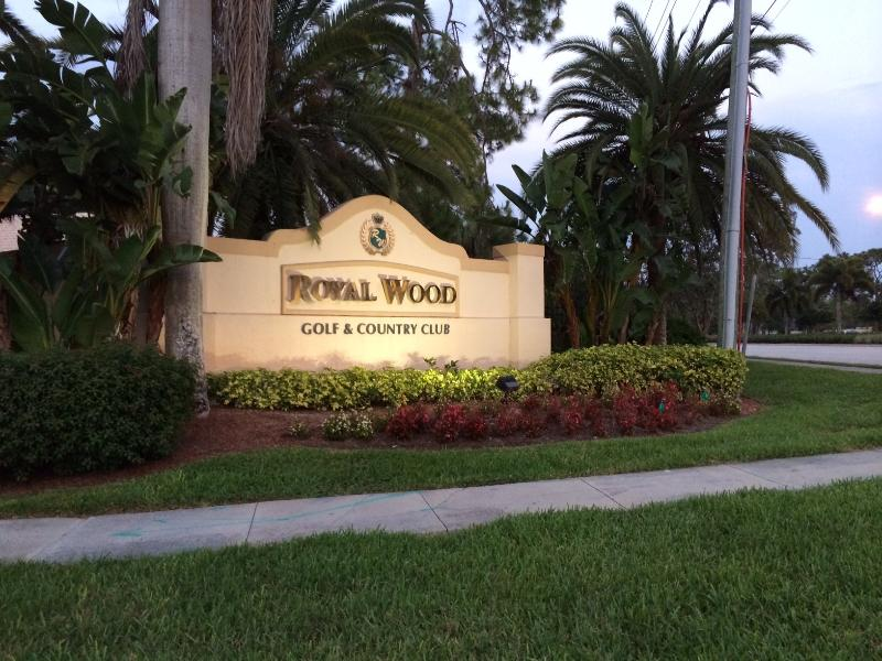 Welcome to Royal Wood Golf and Country Club